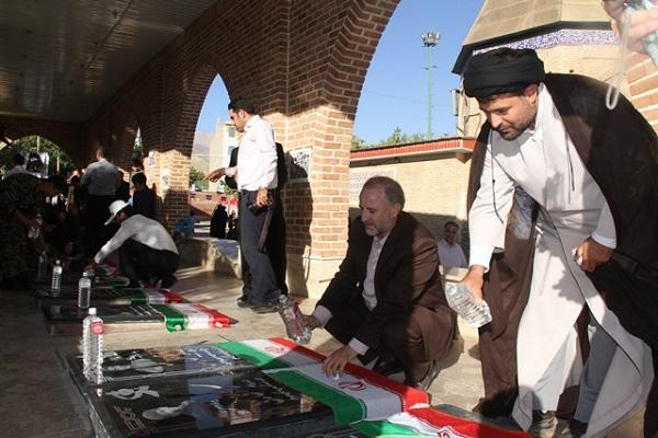 مزار شهدای گمنام شهر پردیس عطرافشانی شد/ مسؤولان با خانوادههای شهید و جانباز پردیسی دیدار کردند