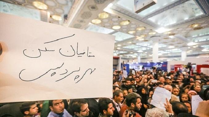 تجمع متقاضیان مسکن مهر پردیس در نمایشگاه مطبوعات + تصاویر