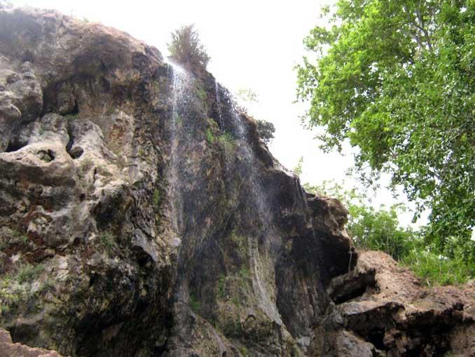 آبشاری زیبا در روستای کمرد جاجرود + تصاویر