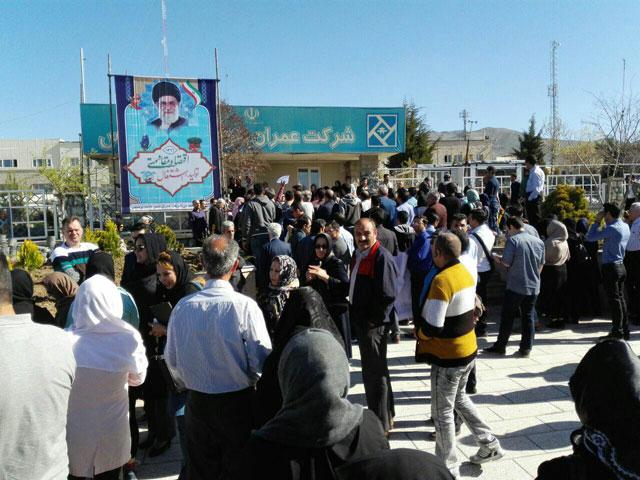 تجمع متقاضیان مسکن مهر در مقابل شرکت عمران شهر پردیس