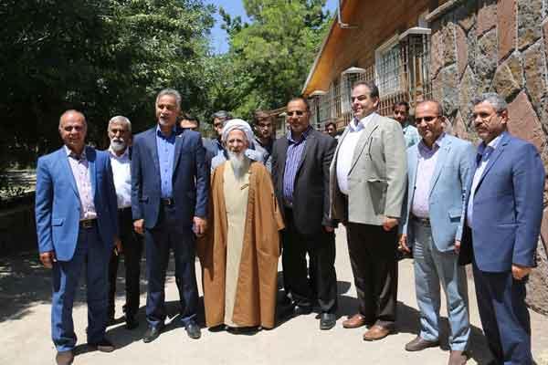 دیدار جمعی از مدیران شرکت سیمان شمال با آیتالله جوادی آملی در دماوند