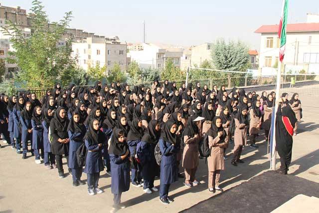 زنگ مهر و مقاومت در مدارس شهرستان پردیس نواخته شد