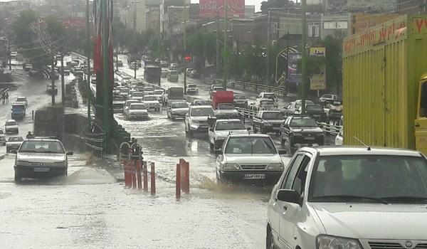 آبگرفتگی معابر در بومهن در پی بارش سیلآسای باران+تصویر و فیلم