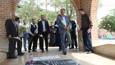 تصویر از به مناسبت هفته دولت/مزار شهدای شهر بومهن غبار روبی و عطر افشانی شد