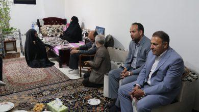 تصویر از به مناسبت هفته دفاع مقدس؛  دیدار جمعی از مسئولان شهرستان پردیس با خانواده شهید صادقی در شهر بومهن