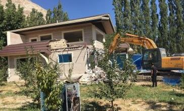 تصویر از تخریب بناهای غیرمجاز در منطقه بکر و خوش آب و هوای جاجرود/ متجاوزان به اراضی ملی نقره داغ شدند