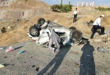 تصویر از سقوط خودروی ۲۰۶ از پل آزادراه تهران – پردیس/ راننده کشته شد