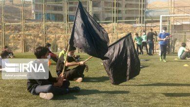 تصویر از برگزاری مراسم عزاداری سیدالشهدا(ع) توسط ورزشکاران در زمین چمن فوتبال شهر پردیس