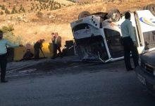 تصویر از مصدومیت ۸ نفر در پی واژگونی مینیبوس خط مسافربری بومهن_تهران